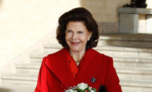 Kuningatar Silvia käyttää kätevästi Skypeä.