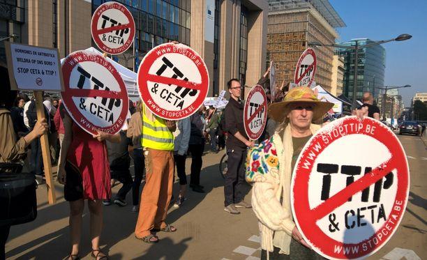 TTIP-sopimusta vastustettiin keväällä Brysselissä.