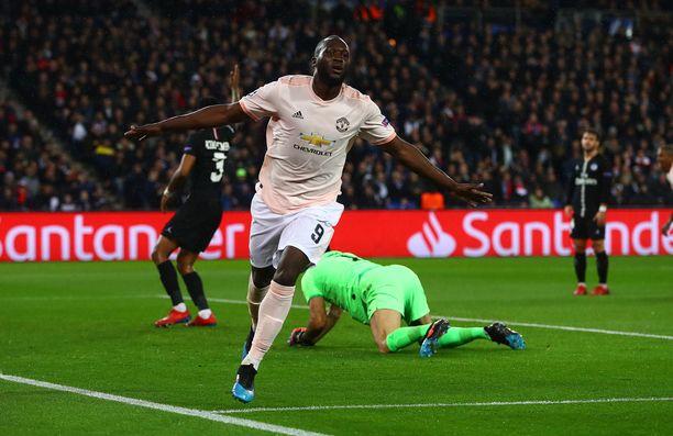 Manchester Unitedin Romelu Lukaku tuuletti 2-1-johto-osumaa.