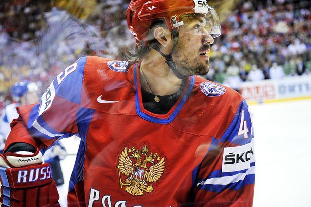 Jevgeni Artjuhin ja Venäjä taipuivat Suomelle semifinaalissa, joka muistetaan Mikael Granlundin ilmaveivistä.