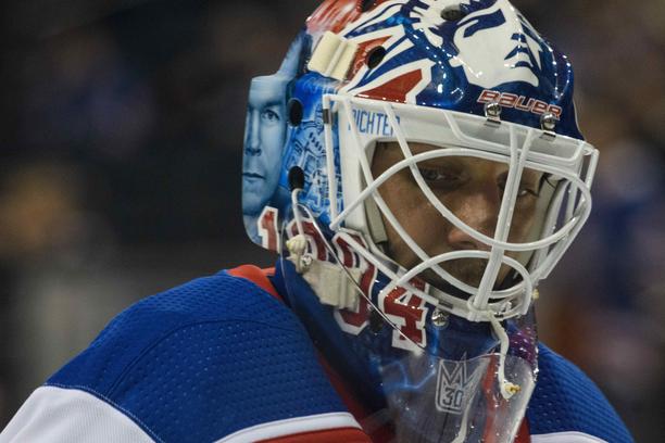 Henrik Lundqvistin maski oli komea - mutta juhlailta ei mennyt ihan nappiin, sillä Hurricanes voitti Rangersin tylysti 3-0.