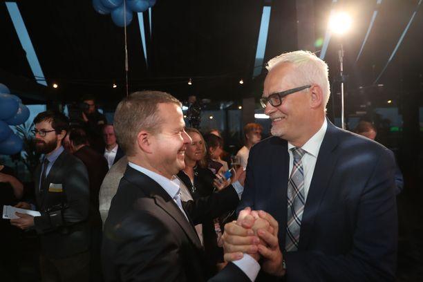 Kokoomuksen puheenjohtaja Petteri Orpo onnitteli Petri Sarvamaata.