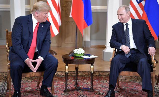Donald Trump ja Vladimir Putin tapasivat maanantain Presidentinlinnassa.