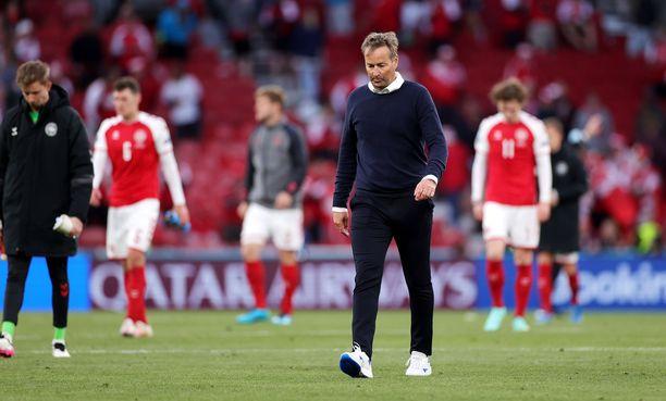 Kasper Hjulmand kertoi Tanskan saaneen kaksi vaihtoehtoa ottelun jatkamiselle.