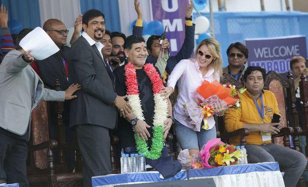 Diego Maradona sai sankarin vastaanoton Kalkuttassa.