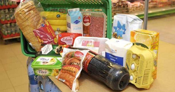 Myyntiin kelpaamaton ruoka jaetaan usein Viron köyhille.