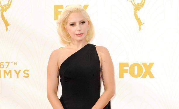 Näin edustavana Lady Gaga nähtiin Emmy-gaalassa.