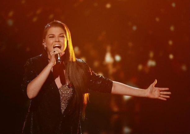 Saara Aalto on ihastuttanut Britannian X Factor -ohjelmassa.