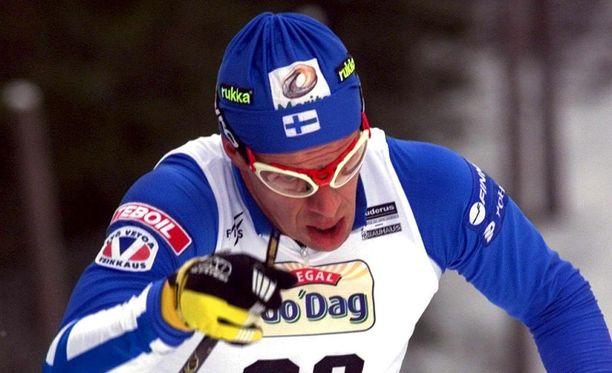 Harri Kirvesniemi voitti MM-Lahdessa 1989 kultaa (15 km) ja hopeaa (viesti).