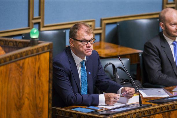 Pääministeri Juha Sipilä (kesk) sai torstaina selitellä oppositiolle puheitaan sote-notifikaatiosta ja Euroopan komissiosta. Arkistokuva.
