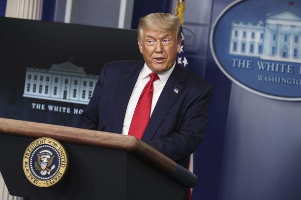 Presidentti Donald Trump ei ymmärtänyt, miksi hänen jakamansa tviitti poistettiin.