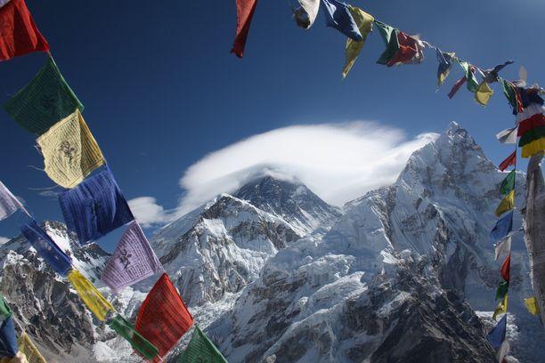 Mount Everest on maailman korkein vuori. sillä on korkeutta yli 8800 metriä.