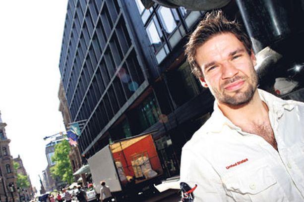 SUUNTANA PEKING Suomen Pekingin olympiajoukkueeseen valittu sulkapalloilija Ville Lång kuuluu lajinsa Euroopan eliittiin. Miehen valmennus tähtää nyt muun muassa parempaan elämän hallintaan.