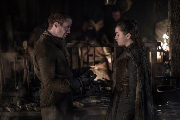 Gendry (Joe Dempsie) ja Arya Stark (Maisie Williams) päätyvät petipuuhiin tuoreimmassa jaksossa.