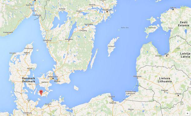 Tanskan entinen lapsiasiamies Lisbeth Zornig Andersen ja hänen miehensä hakivat syyrialaisperheen Rödbyhavnin satamasta Etelä-Tanskasta.