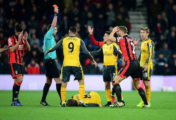 Simon Francisin 83. minuutin ulosajo saattoi ratkaista Bournemouthin ja Arsenalin ottelun.