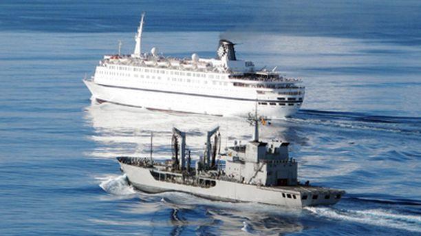 Espanjalainen sota-alus saattoi Melody-risteilijän turvaan.