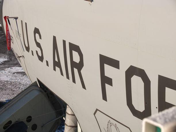 KC-135 tankkauskone on harvinainen näky Suomen olosuhteissa.