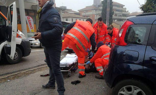 Lauantaina kaksi tuntia kestäneessä ampumahyökkäyksessä haavoittui kuusi afrikkalaistaustaista maahanmuuttajaa.