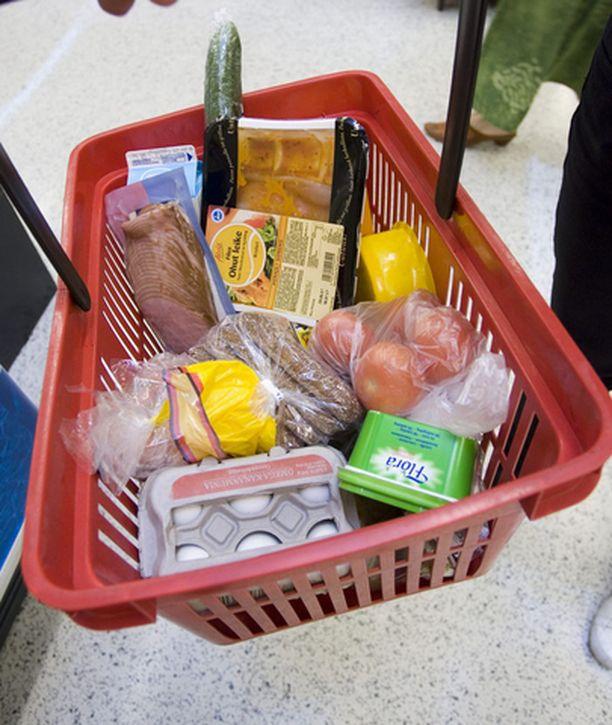 Ruokakorista saa maksaa Suomessa enemmän kuin Saksassa.