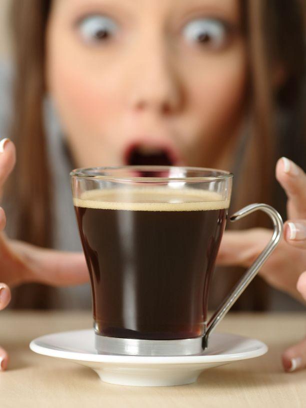 Kofeiini huijaa ihmisen tuntemaan itsensä vireäksi ja pysymään hereillä.