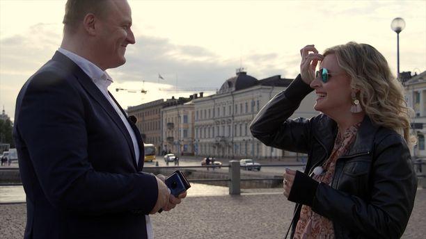 Ensitreffit alttarilla -ohjelmassa avioituneet Heidi ja Oskari jatkavat elämäänsä erillään.