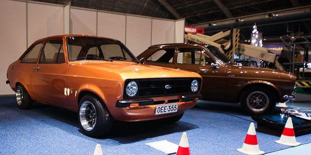 Siisti välikoppa Classic Motorshowssa. Taustalla Mk1.