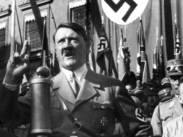 Hitler pitää puhetta. Natsijohtaja hallitsi vakuuttavan esiintymisen, jota hän myös harjoitteli ahkerasti.
