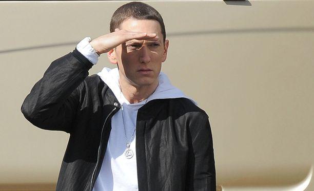 Eminem on oikeasti tummahiuksinen.