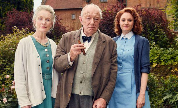 Lindsay Duncan esittää Clementine Churchillia, Michael Gambon Winston Churchillia ja Romola Garai Millie Appleyardia.