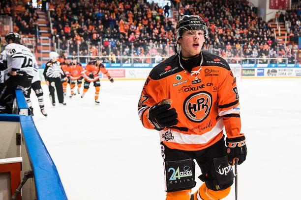 Eetu Tuulola teki ottelun avausmaalin ja huudatti hämeenlinnalaisyleisöä.