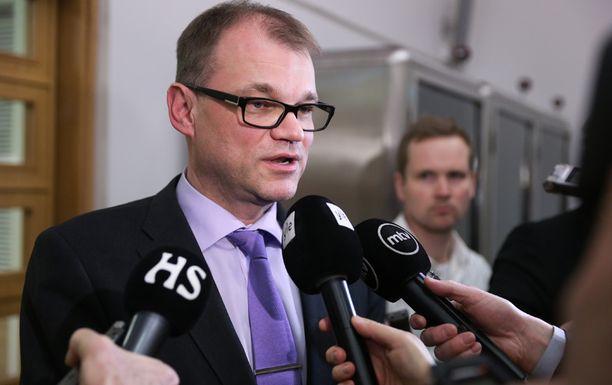 Hallitustunnustelija Juha Sipilä kertoi vappuaattona puolueiden vastauksista.