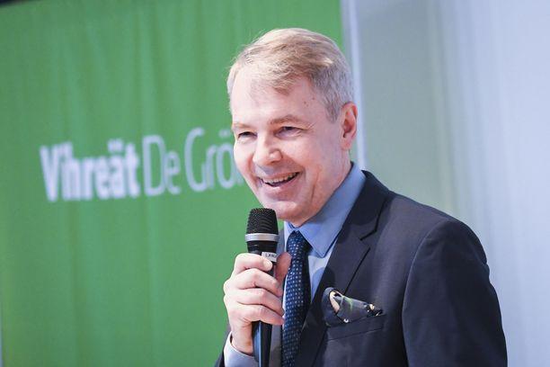 Oppositiopuolue vihreiden ja pääministeripuolue keskustan välissä on 1,4 prosenttiyksikön kannatusero. Vihreitä luotsaa Pekka Haavisto.