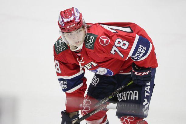 Niklas Nordgren ampui Liiga-uransa ensimmäisen maalin Jukureita vastaan.