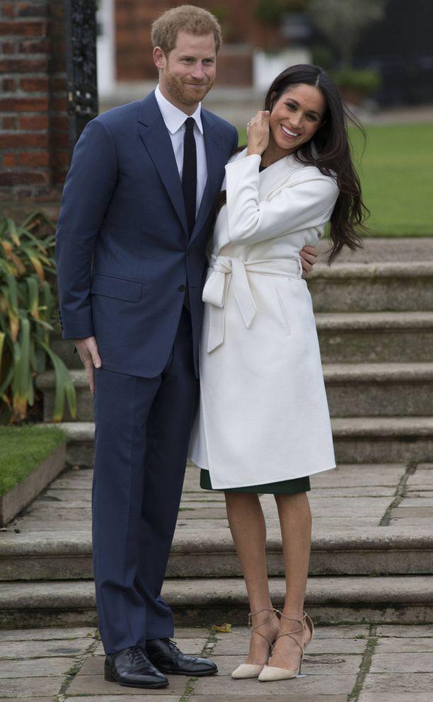 Meghan Markella ei ollut sukkahousuja kun hän ja Harry ilmoittivat kihlauksestaan.