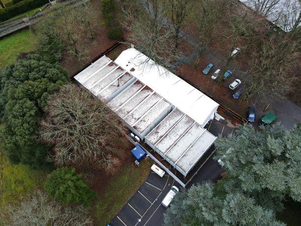 Lontoon eteläpuolella Epsomissa sijaitsevalla Headley Courtin väliaikaisella ruumishuoneella on tällä hetkellä noin 170 ruumista.