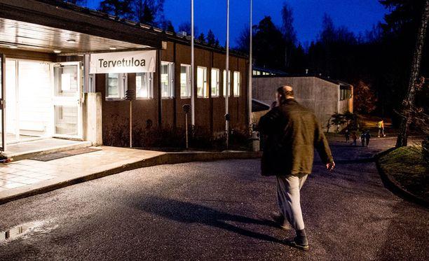 Suomeen perustettiin nopeasti useita vastaanottokeskuksia ja hätämajoitusyksiköitä, kun turvapaikanhakijoita alkoi tulla maahan aiempaa enemmän.
