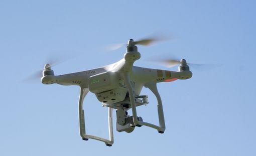 Poliisihallitus haluaa mahdollisimman nopeasti poliisille oikeuden pudottaa lennokit.