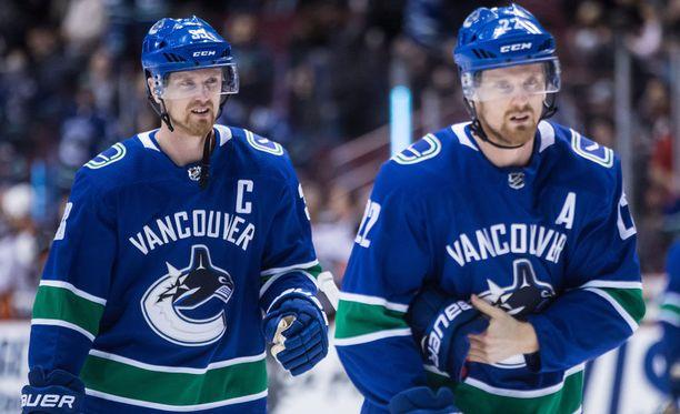 Henrik (vas.) ja Daniel Sedinin NHL-ura päättyy tähän kauteen.