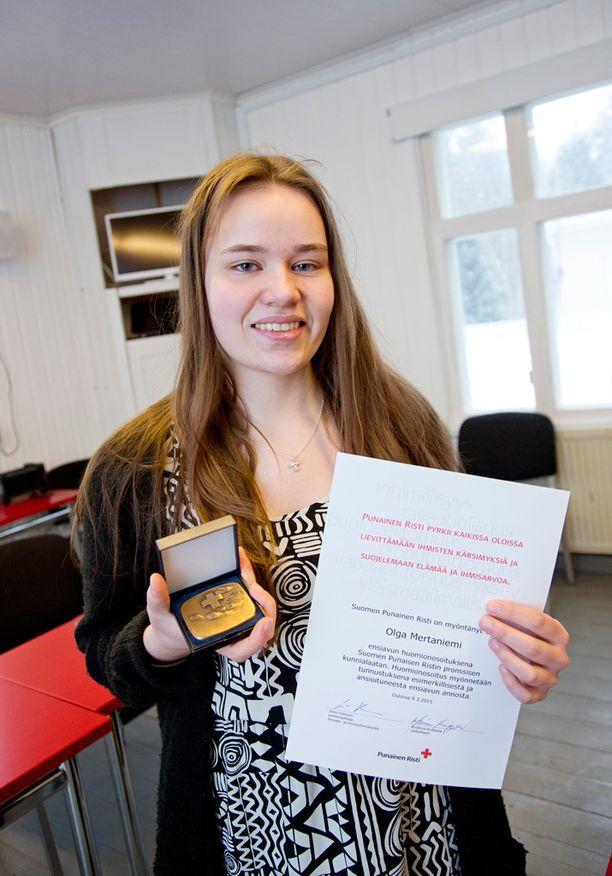 Olga Mertaniemi palkittiin esimerkillisestä toiminnastaan hätätilanteessa.