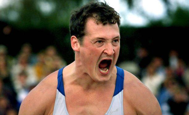 Kimmo Kinnunen kyykkäsi huippu-uransa aikana yli 300 kilon painoilla.