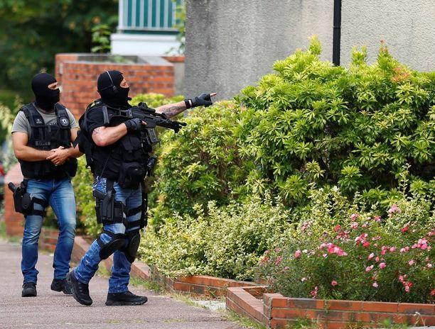 Poliisit ampuivat molemmat hyökkääjät.