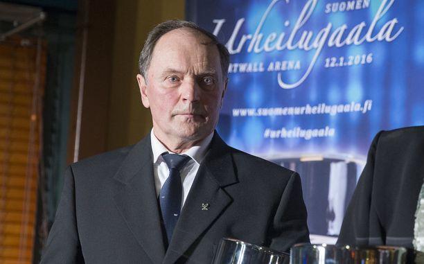 Heikki Ikola toivoo Mari Laukkaselle menestystä.