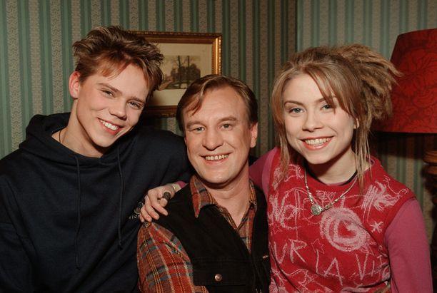 Kalle (Pete Lattu), Ismo (Esko Kovero) ja Miia Laitela (Venla Saartamo) kuvattuna tammikuun alussa 1999.