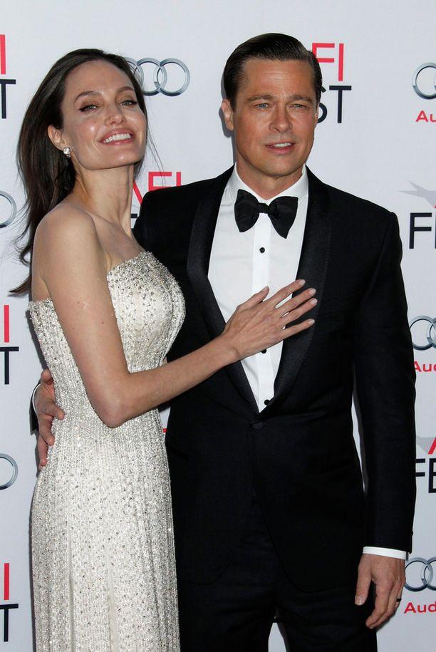 Angelina ja Brad By the Sea -elokuvansa ensi-illassa torstaina Kaliforniassa.