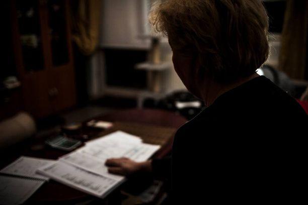 Naiselle paljastui koko huijausvyyhdin laajuus, kun hän tilasi ulosottovirastosta tiedot ex-miehensä kaikista perinnässä olevista veloista.