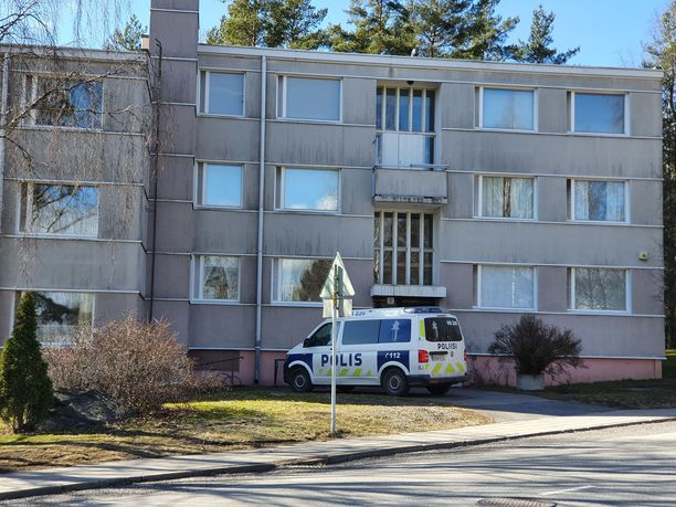 27-vuotias epäilty ampui kerrostalossa useita laukauksia. Henkirikokset tapahtuivat Paavolankadulla Pernon kaupunginosassa.