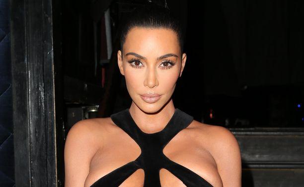 Kim Kardashianin asussa oli jänittävä yläosa.
