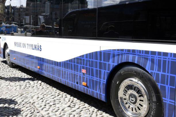 Linjan 9 bussin kyytiin puolen päivän jälkeen ilman lippua astunutta miestä lyötiin ja potkaistiin linja-autossa.