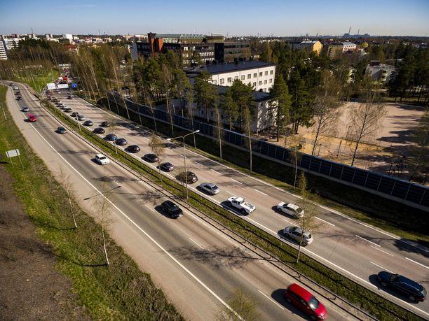 Antti Rinteen hallitus aikoo kiristää fossiilisten polttoaineiden verotusta.